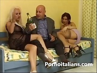 Triangle sexual shemale with italian triangolo sessuale con transex italiana
