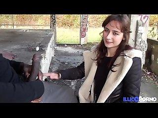 Elle lui crie des insultes pendant qu il la baise en public excl lbrack full Video rsqb