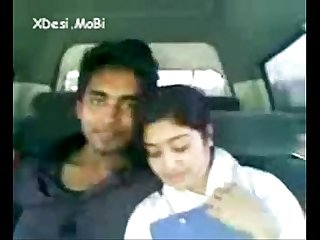 Desi coleg gf enjoyed by her bf in car by xdesi Mobi