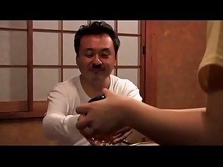 Japans schoolmeisje zorgt voor haar vader zie meer shortina com b3horber