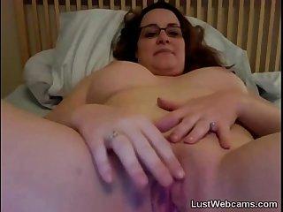 Busty chubby babe masturbates on webcam