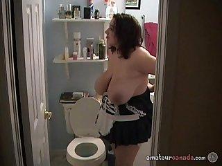 Big tit maid cleans pussy in amateur masturbation tub