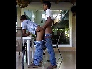 Padre E hijo cogiendo
