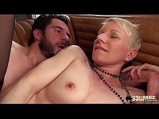Cette Sexy cougar paye son cul en e change de lappartement excl