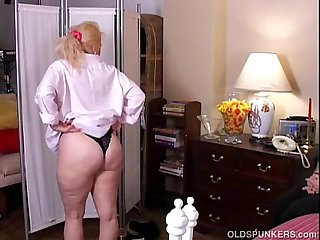 Sunshine is a sexy blonde milf who loves to get spit roasted