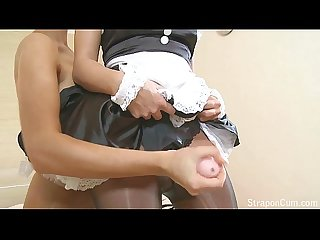 Straponcum colon strapon french maid