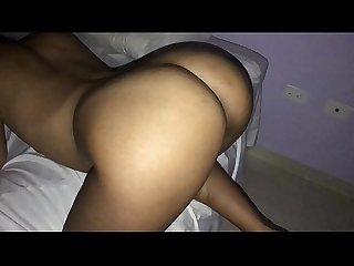 Vecina de GRAN CULO me visita mientras su esposo trabaja y le encanta el sexo anal