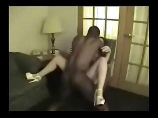 Esposa realiza sonho de dar para outro macho