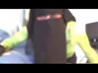 Niqab et mini jupe