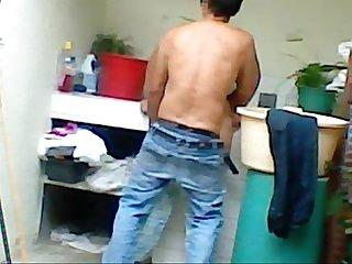 cojiendo a mi prima lavando
