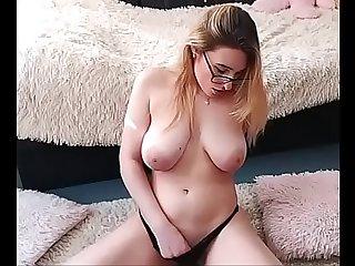 Grandes Tetas masturbandose