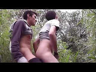 Perdendo a virgindage no matagal - Mundo Gay
