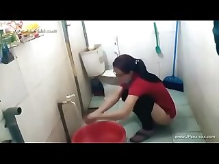 Peeping chinese girl bathing
