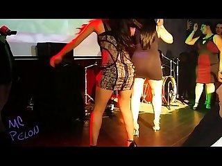 Mexicanas bailando sexy y enseando Su tanga en concurso