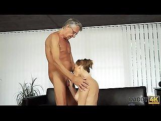 Daddy4k sexo con su padre despus de la piscina