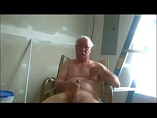 Papai flagrado com pico na mo