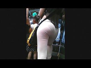 Rico mix de culos cachados en el Metro con carita
