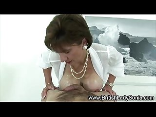 Mature fetish british slut gets a cumshot