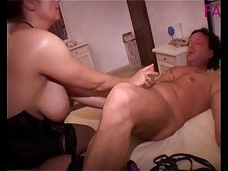 Alex magni si fa sfondare il culo con un vibratore mentre scopa