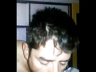 Mamando verga de hetero mientras su Esposa se baa