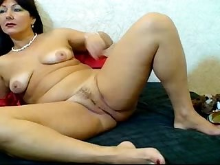 Russian hairy webcam mom (Pizda Volosataya) 1