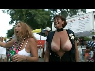 Beautiful milf shows her boobs during mardi gras