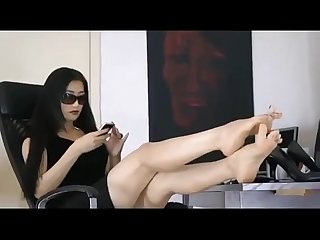 Lovely Asian Girl very comfortable showing The toes of her stunning feet