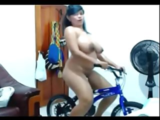 MEXICAN BBW RIDING NUDE SEXY BICYCLE