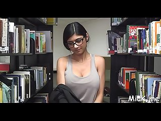 Arab rouge disrobes in library