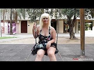 Susana se masturba a escondidas en un parque p blico Sin ser pillada
