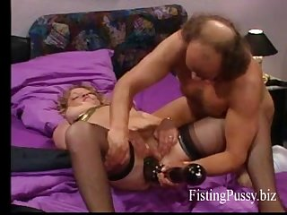 Hot brunette milf gets a brutal fisting in her greedy pussy ( part2 on openlegs.tk..