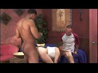 Dois caras metendo pica no Cuzinho do viado