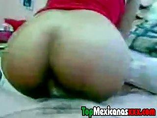 Morrita nalgona rebotando encima de la verga de su chavo en topmexicanasxxx com
