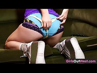 Girls out west aussie chick fiddles with her Hairy holes