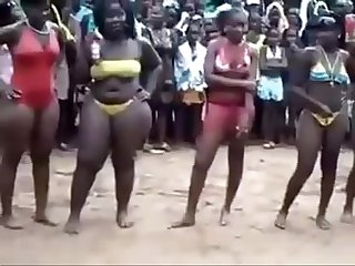 Ghanaian girls reveal the biggest bums excl