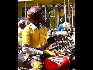 Flagra motoqueiro Punhetando Na rua
