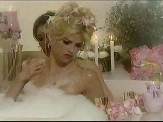 Anna nicole smith exposed 1 lesbian bath scene