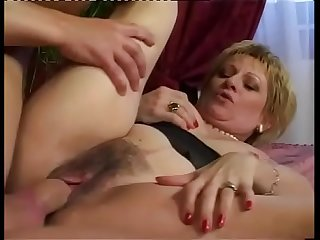 A wealthy lady wants to fuck right away! Hot Milf!