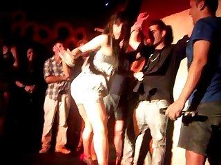 Desnudo en escenario 01