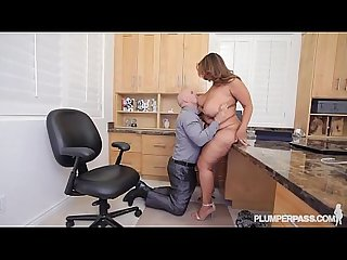 Curvy latina superstar sofia rose fucks in office