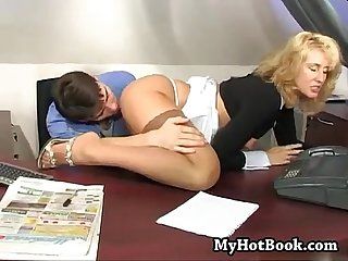 Mommy seduced her boss in hos own office