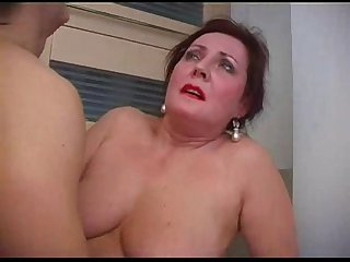 Mature mom bella houswife ass pumped