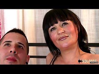 Margaux milf gros seins se fait enculer par un espagnol