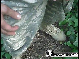 Soldado batendo Punheta mato