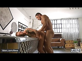 Tall Fit Guy Gives His Roommate A Big Raw Cock In The Ass - Men.com