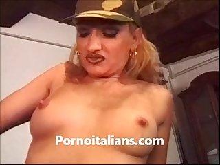 Bionda italiana succhia cazzone porno italiano