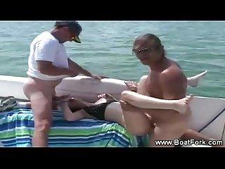 Amateur hottie sucks and fucks