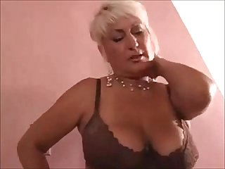 Slutty cougar gets what she needs