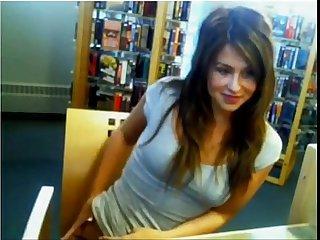 Super Hot Amateur Girl flashes her boobies on Webcam