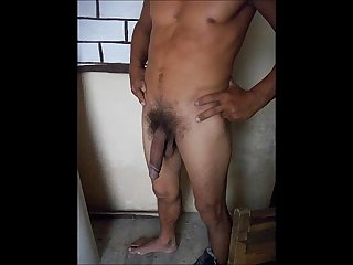 Pedreiro pauzudo batendo umazinha 2